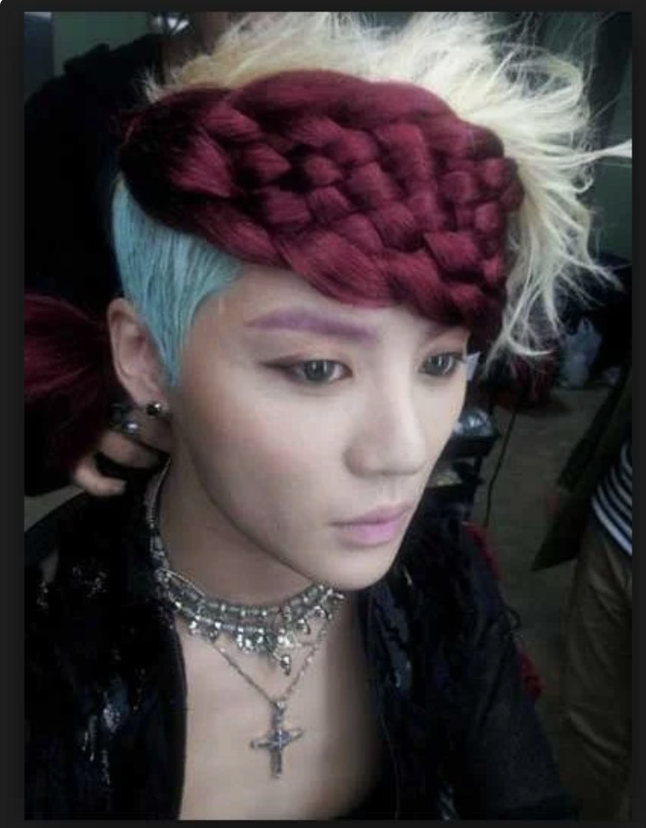 JYJ Junsu's maroon, blue and white look, that defies all expectations