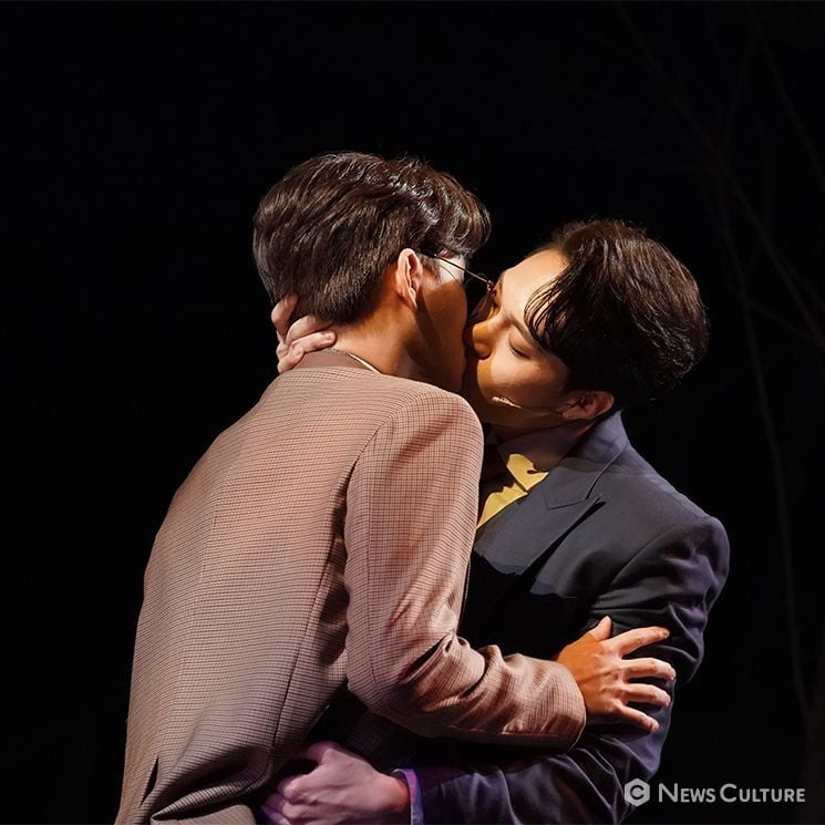 """DID YOU KNOW THAT Ji chang wook and Kang Ha Neul actually kissed lip to lip, """"They were all very deep passionate kisses."""" 2"""